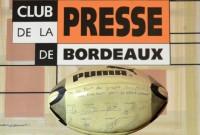 Le ballon du CABBG champion de France  1991, signé par tous les joueurs et offert à Jean-François Lemoîne par André Moga. Ce ballon a été donné au Club de la Presse pour ses 35 ans par Madame Hélène Lemoîne.  Photo Pierre Sauvey