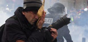 un-journaliste-touche-par-des-gaz-lacrymogenes-sur-l-avenue-des-champs-elysees-le-8-decembre-2018-lors-de-la-3e-journee-de-mobilisation-des-gilets-jaunes-a-paris_6136138